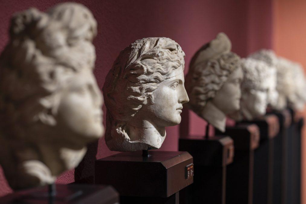 museum blood antiquities conflict looting